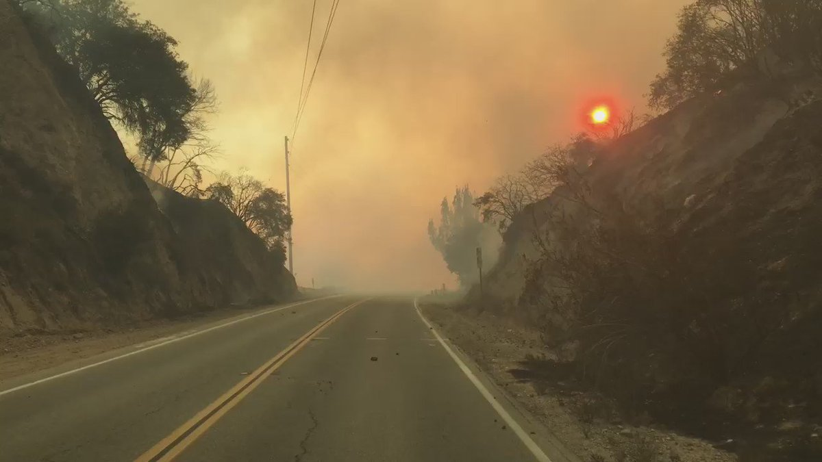 The drive through Placertia Canyon right now looks like a drive through hell #SandFire #SantaClarita #CalFire https://t.co/rkgYYJR5FA