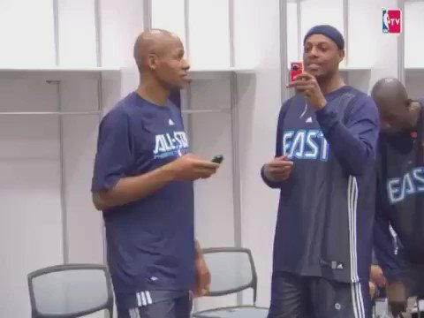 AI gets his cornrows cut and shows his 2009 All Star teammates for the first time. #tb 😂😂 https://t.co/Q5pYfmEO9Q