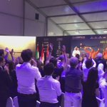 Amazing emotion in #AbuDhabi as the public gives a standing ovation to the pilots and team! #futureisclean https://t.co/DNZ7yQk4bl