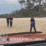 """""""Nak gi mana ni?"""" """"Round2"""" 😂😂 Ini jawapan mengapa taat setia dan sayang rakyat Johor pada Sultannya begitu tinggi. https://t.co/VC4tmzCtO2"""