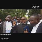 Mawakili Arusha waandamana kupinga ukiukwaji wa haki na sheria uliofanywa na polisi dhidi ya wakili Shilinde Ngalula https://t.co/UBCUrC9DUZ