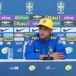 Neymar dando uma aula para um repórter que foi querer graça com ele. e claro com muita classe. ídolo @neymarjr! https://t.co/ZYa141SyPK