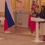 Исинбаева атлетам: Ходите с поднятой головой, чтобы все поняли: не на тех напали! Пусть наш гимн звучит, не смолкая! https://t.co/SKhhE8KDFi