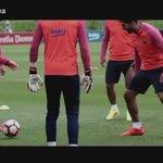Así recibió Messi a Lucho Suarez después de las vacaciones   https://t.co/XKtBiYU0Hi