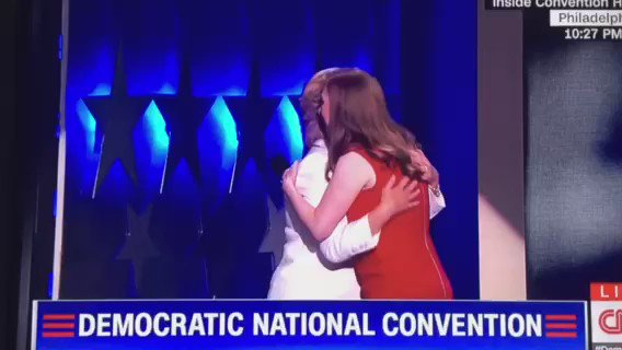 Love this mother daughter moment ❤️ @ChelseaClinton @HillaryClinton @JennyQTa9 https://t.co/0ELDCvoFdT