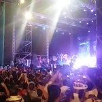 Con su gran éxito #SomosDos  @bombaestereo pone a bailar a los samarios en el marco de la #FiestaDelMarEI https://t.co/afXyMocLCC