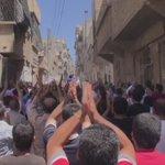 اهالي حي الفردوس يتظاهرون لتنديد بقصف الأحياء الشرقية ومطالبة فصائل الثوار بالأتحاد وفك الحصار عن مدينة #حلب https://t.co/iRM8aYKR11