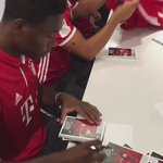 Can't stop! 🖋😄   Great to see our amazing fans in Chicago last night 🙌🏾 #da27 https://t.co/oIk4jpEwfu