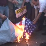 #РИА_Видео Протестующие сожгли флаг США перед военной базой Инджирлик https://t.co/VIrpKggoAE