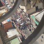 En Desarrollo | Saquean camión con alimentos en la esquina Glorieta del Centro de Caracas. (vía @edransuarez ) https://t.co/mDXNi3fIhF