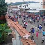 Junquito | La arremetida de funcionarios de PoliYaracuy contra el pueblo que clamaba por comida en Yaritagua #29Jul https://t.co/JVH7Wl6dRT