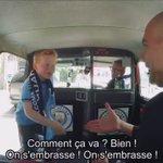 Quand Guardiola rencontre un jeune supporter de Manchester City... 😍😍😍 À regarder !! https://t.co/vXWK910DRv