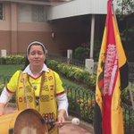 No deja de sorprendernos Sor Lourdes Loor. La monja que le canta a Barcelona. Una fan divinamente amarilla https://t.co/MZDK7lZJkY