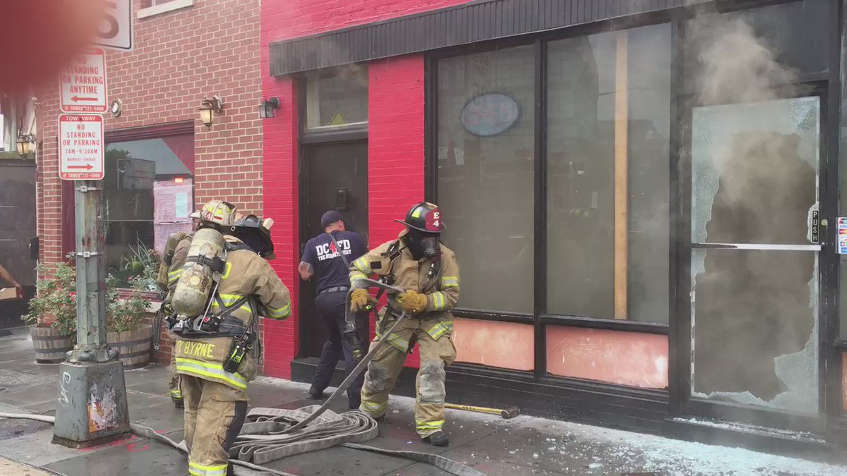 Fighting fire inside a restaurant/bar in a two story commercial building at 9th and V Sts NW https://t.co/Va0xDnhFqV
