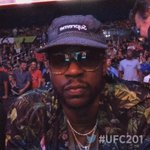 Found @2chainz chillin Octagonside 😏 #UFC201 https://t.co/pGaqE0aj0a