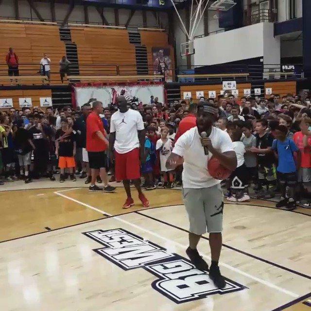 Chris Paul bet Michael Jordan his whole camp gets free shoes if he missed 3 shots https://t.co/0Q04w0joMd