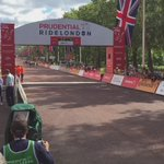 First #RideLondon 100 finishers across the line! 🚲💨💨💨💨 https://t.co/3EdKYWC8dI