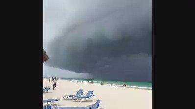 #señoradelclima así Playa del Carmen ante la cercanía del #HuracanEarl https://t.co/8LlZdqCIej