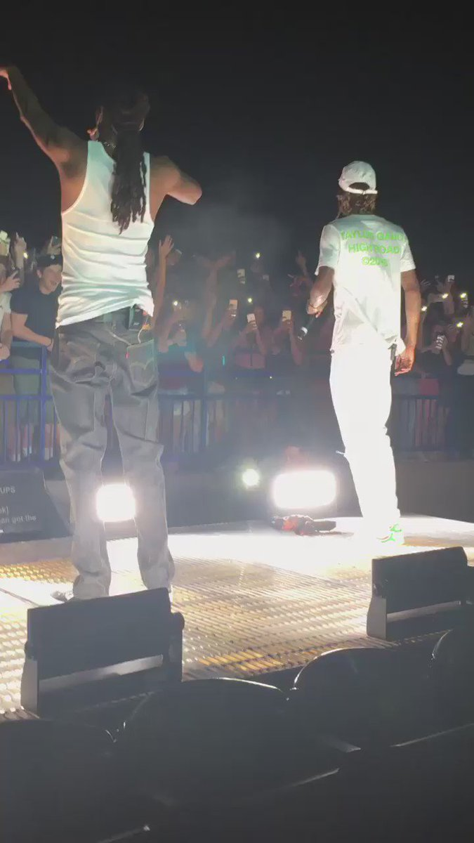Yikes! This just happened at the Wiz and Snoop concert.. https://t.co/Vlp5Fk23Xt