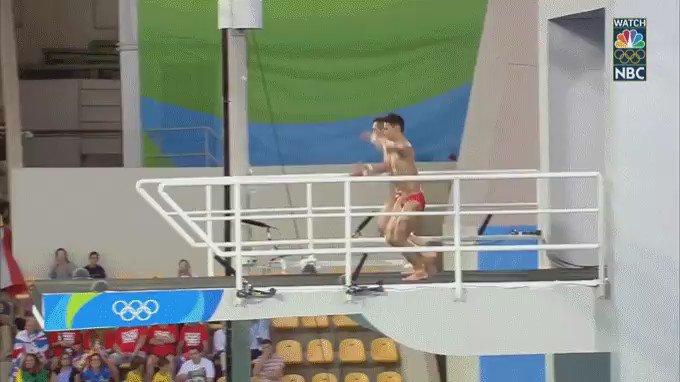 Impressive Chinese dive. https://t.co/mVLo7Ka1rS