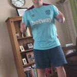"Look away now fans of good football songs! 🙈  ""West Ham in Europa..."" 🎤 https://t.co/7VVikaJcdY"
