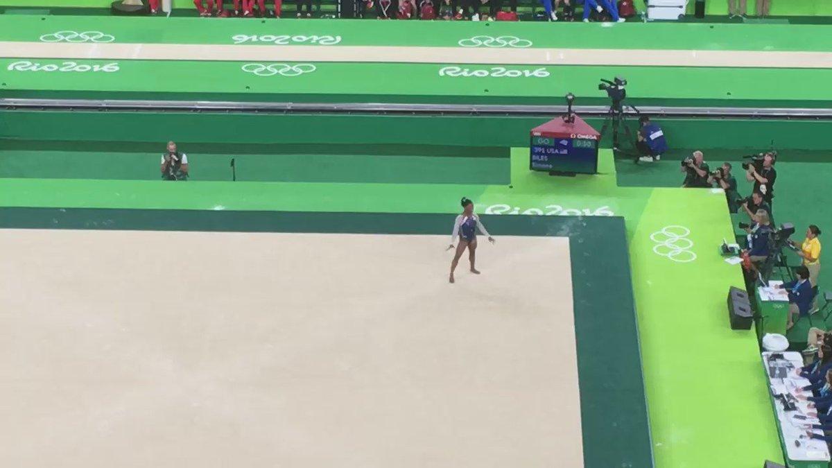 Magia en el piso de @Simone_Biles #USA #Rio2016 https://t.co/Pm6xmRVTWi