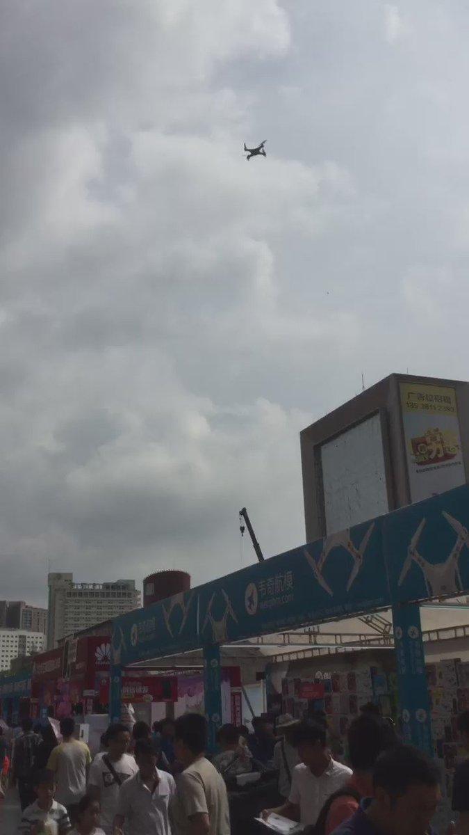 中国深セン街中でドローン飛び交っててやばいぞw https://t.co/hRtVYuSPS4
