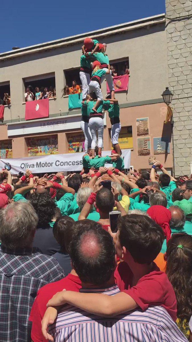 Acabem de descarregar el primer 3d8 aixecat per sota de la nostra història! Felicitats! #castellers https://t.co/SwroJsC5X6