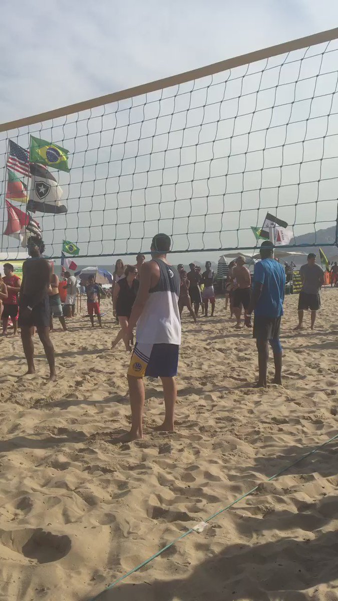 Just now:USA men's basketball @Money23Green @kdtrey5 @KlayThompson playing Vball on the beach @NBCOlympics #Rio2016 https://t.co/XADdjlaHHS