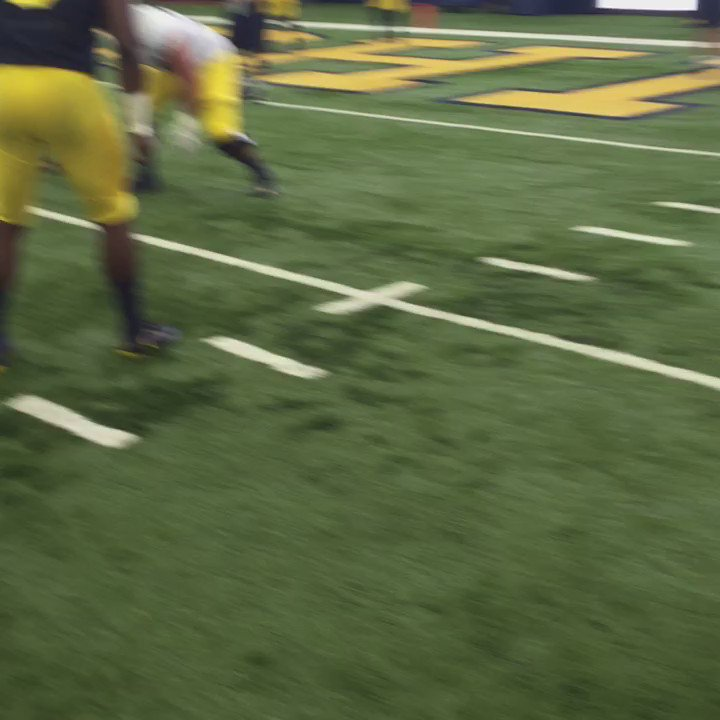 Nation's top recruit Rashan Gary in action https://t.co/uo1EAHQQ6F