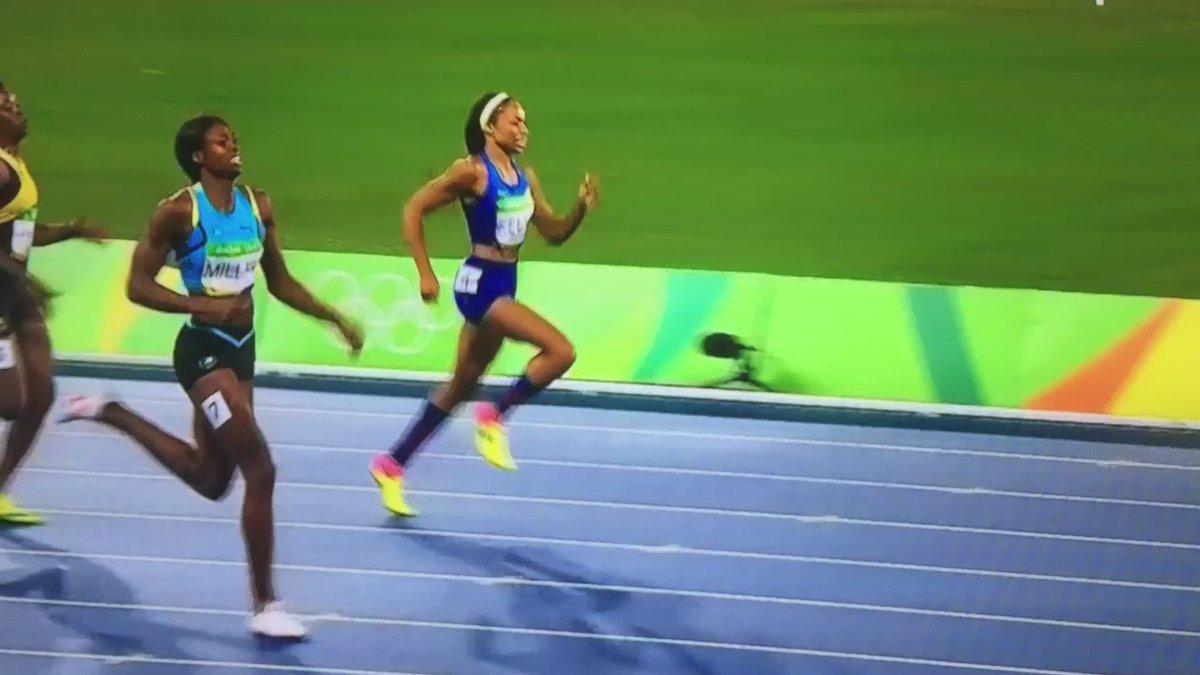 """Que tal final de los 400m mujeres. """"Raspada pero con oro"""". Miller de Bahamas . #Rio2016 https://t.co/sRWa5hH4hR"""