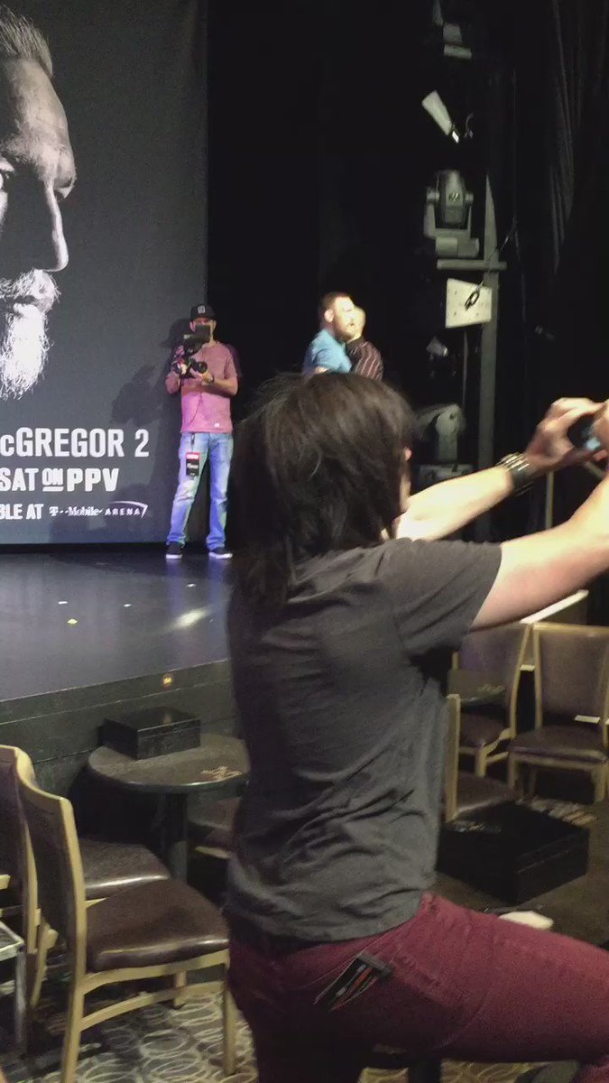 All hell just broke loose at the #ufc202 PC between McGregor & Diaz camp https://t.co/TkT80MXUe6