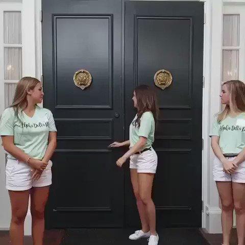ネットで悪夢的と話題になっているテキサス大学の女子友愛会勧誘動画。 https://t.co/QzsbW449lH