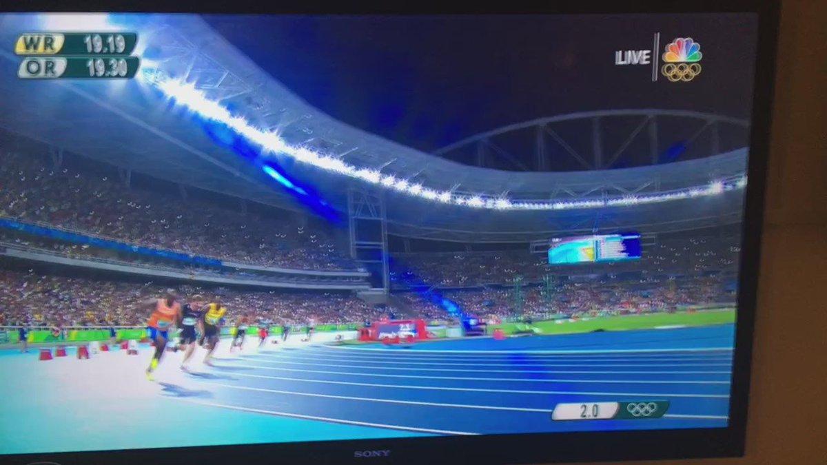 He does it again! #UsainBolt!!! https://t.co/ebc7vjOGvg