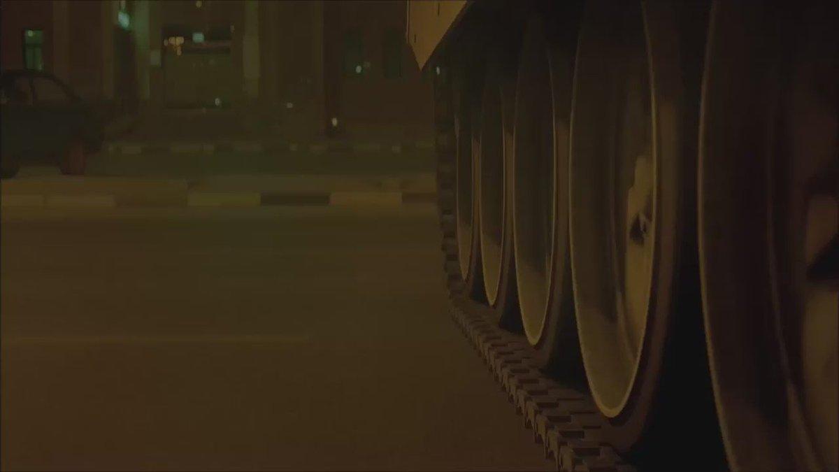 مشهد من فيلم هندي عن وضع الجالية الهندية أثناء الغزو العراقي،الفيلم منع من العرض في #الكويت ،لماذا؟ شاهدوا بأنفسكم. https://t.co/KxvuSaWNWY
