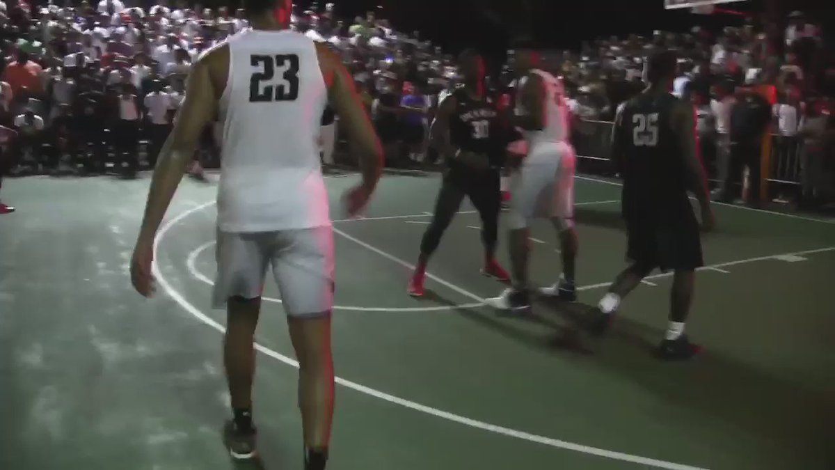 Forget calling bank, Slowmo called game❗️Skull Gang advances to championship w/ buzzerbeater #SCTopTen @SportsCenter https://t.co/SnxFhbviPp
