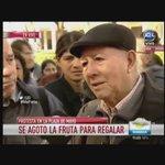 Un jubilado de José C. Paz se largó a llorar xq se quedó sin fruta en la protesta de productores en Plaza de Mayo https://t.co/9qPs2iEf58