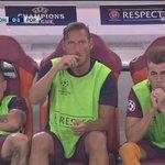 Il Pupone visibilmente preoccupato dal gol del Porto controlla... che tutto sia ok 😎 #RomaPorto #UCL https://t.co/8GAFMNwsed