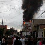 Vecinos indican que el lugar que se incendia es una bodega de plásticos; acordo… https://t.co/MgoANTGbMm —@SOS_Mural https://t.co/yHQmhXwM8C