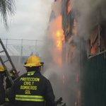 Así se vive incendio en Bodega de productos de limpieza y plásticos en Luis Alcaraz y Joaquin Amaro. Vía @PCYBOMGDL https://t.co/MMgozqiSID