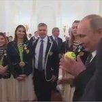 Путин - Трефилову: Вы самый ласковый тренер! Я несколько ваших игр посмотрел! Гандболистки подарили президенту мяч https://t.co/GX0xiCTphA