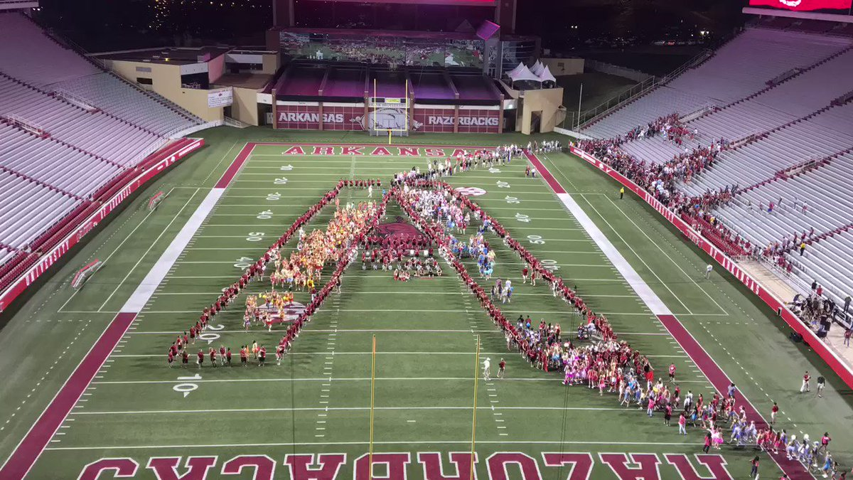 Class of #UARK20 filling in the 'A' for their class photo. Lots of @ArkRazorbacks spirit in this group! https://t.co/bE6aFHvG5F