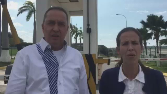 Mientras acompañabamos a la delegación ecuatoriana que fue deportada hoy el Sebin nos grabó e insultó https://t.co/TYKCgPZ16x