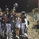 #Cienega celebrates the victory by signing the schools fight song with the cheerleaders #MARvsCIE https://t.co/715hqRYpVh
