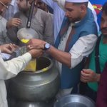Feading people and serving to the poor at Data Darbar 10 huge pots. #Lahore https://t.co/57qs8MSEOq