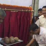 CM @ArvindKejriwal n min @SatyendarJain laid Foundation stone  28 kms road Construction and Drains network in Kirari https://t.co/eSkBfDEjcl