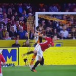 6 foot 5 and his foot is above his head. Amazing touch from Zlatan https://t.co/9EhC3zcTUu