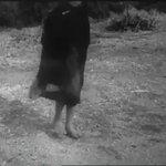 Danza de niña Mapuche, región de La Araucanía, año 1945. #lugaresquehablan @pcayuqueo @historiamapuche https://t.co/LWr8pz5Fha