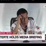 رئيس الفلبين الجديد يدافع عن اعطائه الاوامر لأطلاق النار وقتل تجار المخدرات اسمع رده على الامريكي في المؤتمر الصحفي. https://t.co/nU0knOsIgc