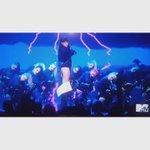 YOOO rihanna had Kanye in A DAZE 😂😂😂😂😂😂 Im CRYING !!!!!!! #vmas https://t.co/zhxF0zMrPy